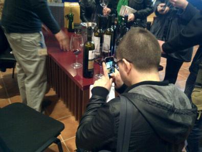 En Rafel del Celler El Masroig em va caçar, capturant vins (foto extreta del seu Twitter)