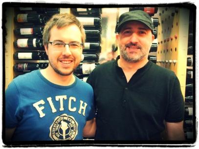 """Aquí estic amb en Víctor, el dia que ens vàrem """"desvirtualitzar"""". Ell és el de la gorra i jo el tipus de la samarreta blava"""